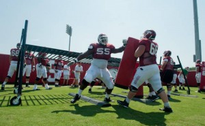 Arkanas Razorback football team practice drills
