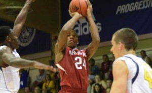 Razorbacks Drop First Game of Maui Invitational