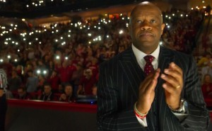 Mike Anderson's Hogs Basketball Team Make First half an Aggie Joke